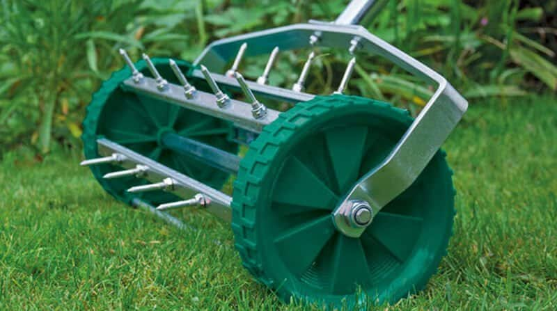 aerating your lawn in the winter