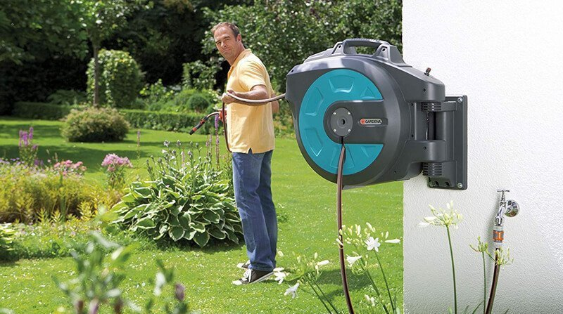 GARDENA Wall-Mounted Hose Box 35 roll-up automatic: Swivelling hose reel
